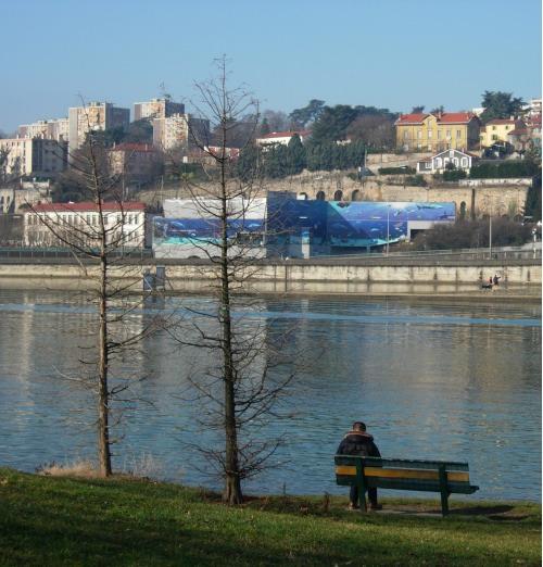Le confluent vu de la rive gauche du Rhône