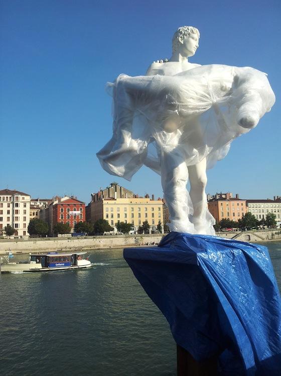 The weight of oneself, Lyon, Palais de justice