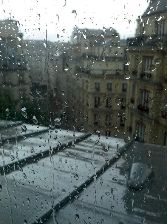 Pluie sur le zinc à Paris