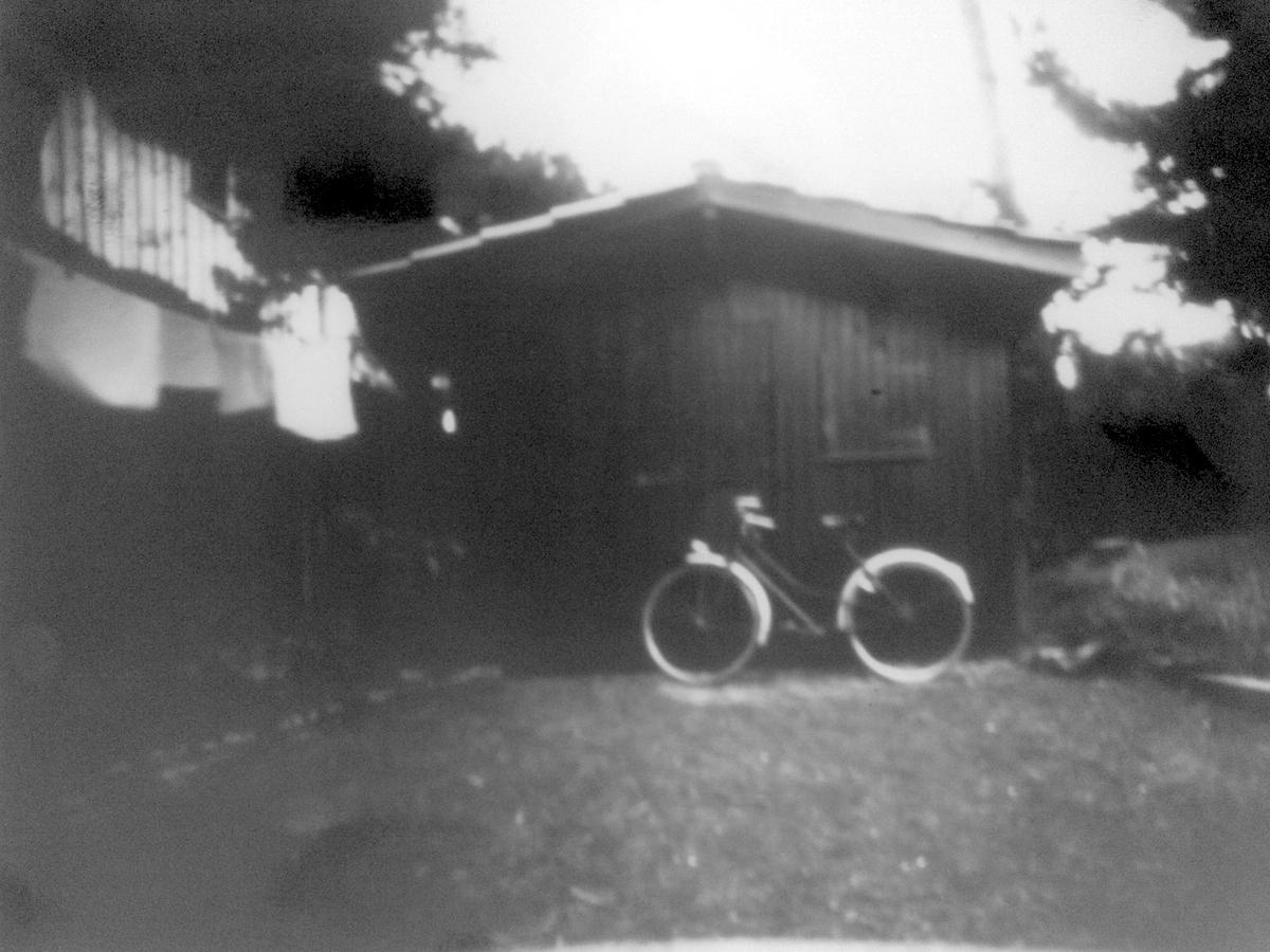 Sténopé de cabane et vélo